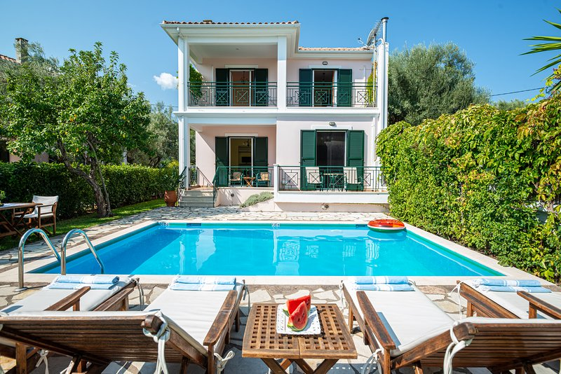 'Mediterraneo Home' villa with pool by the sea, holiday rental in Lefkada