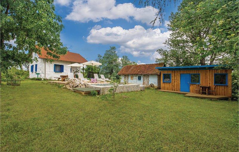 Nice home in Rakovica with WiFi and 1 Bedrooms (CCL052), location de vacances à Ostarski Stanovi