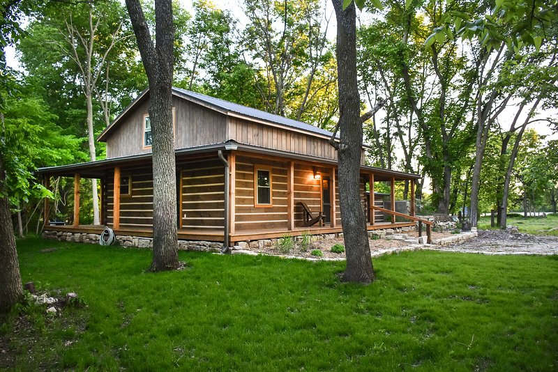 Private Chase County Cabin on Middle Creek!, holiday rental in Elmdale