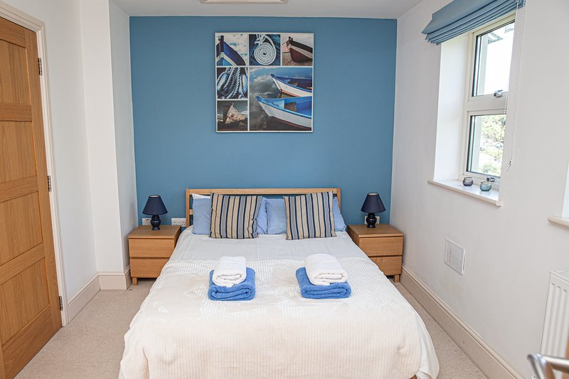Beautiful tastefully designed waterside apartment (first floor) Bantham, S.Devon, casa vacanza a Bantham
