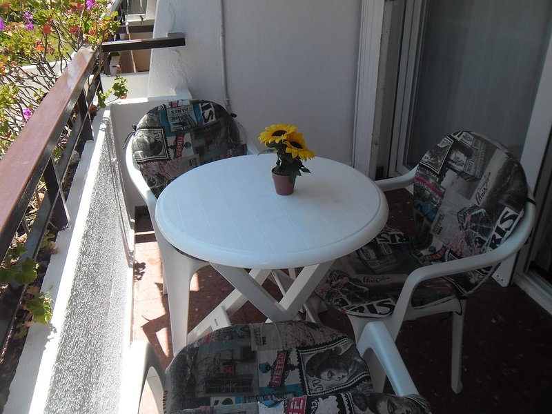 Beautiful studio with shared pool, alquiler vacacional en Algarrobo Costa