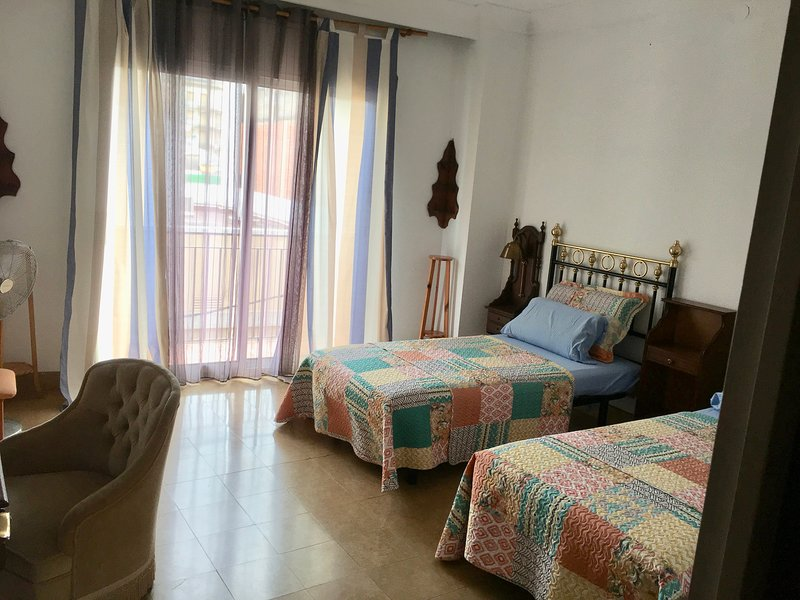 Portiuncula, Antique Spanish Duplex in City Center, vacation rental in Figueres