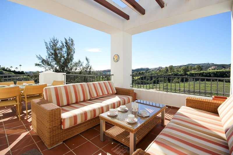 1646 - 3 bed  Penthouse,  Eucalyptus, Los Arqueros, holiday rental in Benahavis