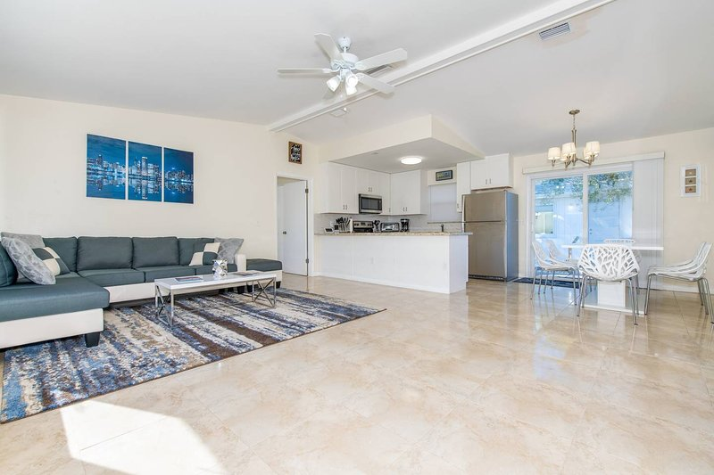 3BR Newly Furnished Home Near Pompano Downtown, holiday rental in Coral Springs