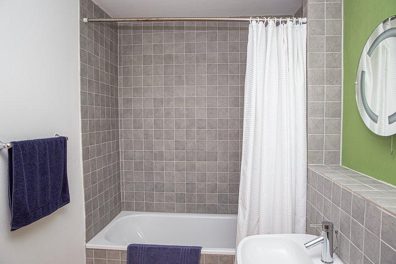 Modern ensuite shower room