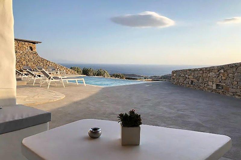 Villa Elmas, location de vacances à Super Paradise Beach
