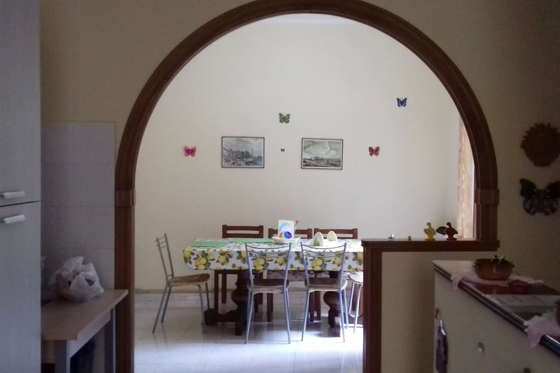 Spacious house with balcony, holiday rental in Vallecorsa