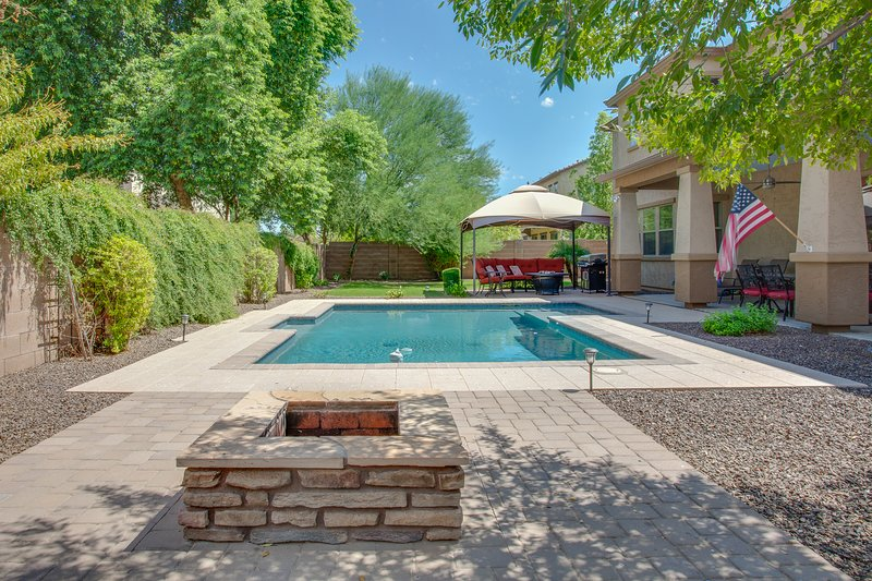 Large Family Home with Pool in great neighborhood, alquiler vacacional en Queen Creek