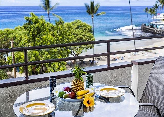 White Sands Village#213: DIRECT OCEANFRONT, BEST LOCATION IN COMPLEX!, vakantiewoning in Kailua-Kona