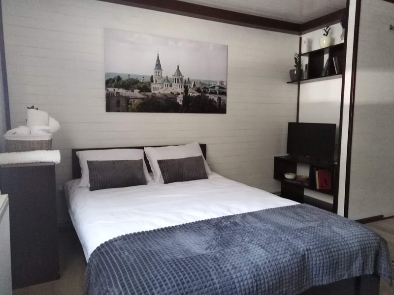 Great studio apartment in city center, holiday rental in Zhytomyr