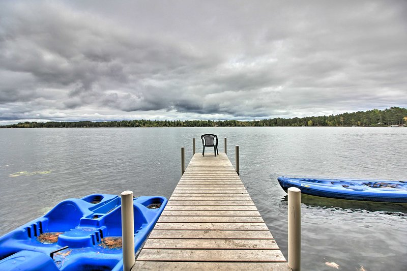 Loon Lake Lodge' w/ Dock, Sauna & Hot Tub!, aluguéis de temporada em Pequot Lakes
