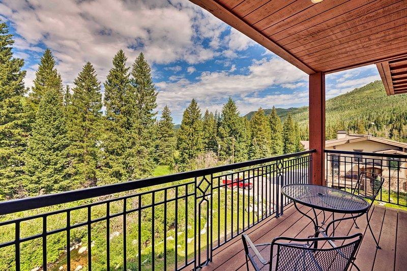 Ski-In/Ski-Out Solitude Condo w/ Rooftop Hot Tub!, alquiler de vacaciones en Solitude