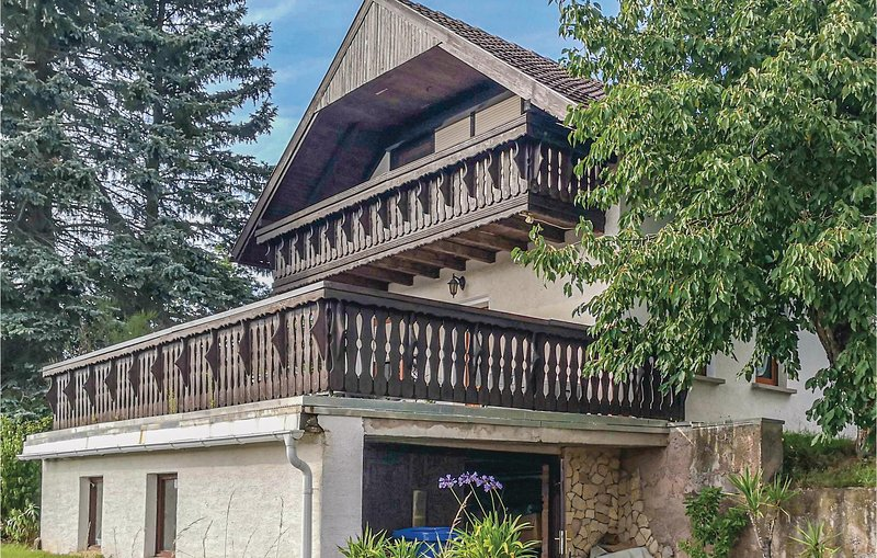 Stunning home in Wasungen with 2 Bedrooms (DTH170), vacation rental in Struth-Helmershof