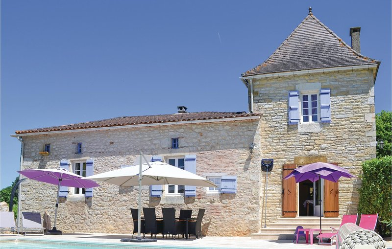 Beautiful home in Puy L´Eveque with WiFi, Outdoor swimming pool and 3 Bedrooms, holiday rental in Touzac