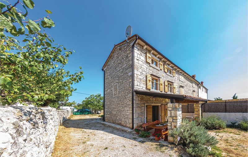 Awesome home in Gajana with WiFi and 2 Bedrooms (CIL703), holiday rental in Cabrunici