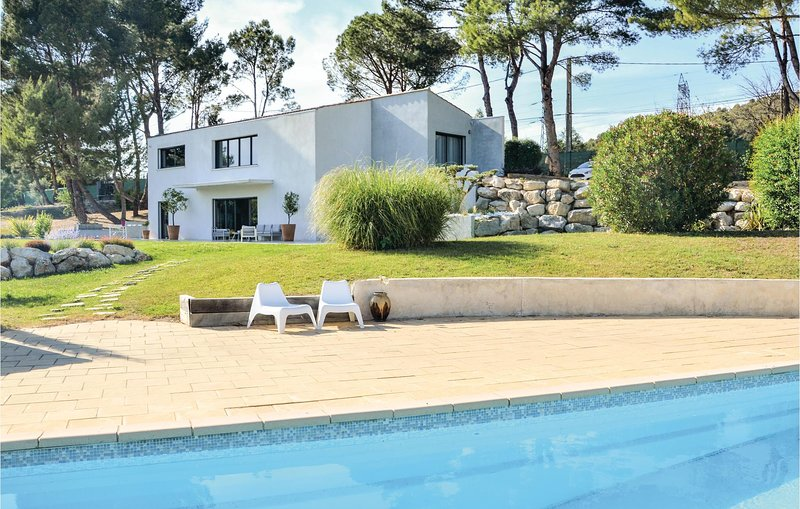 Awesome home in Allauch with WiFi and 3 Bedrooms (FPB308), aluguéis de temporada em Plan De Cuques
