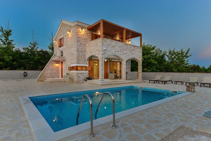 Beautiful Villa Ledina, in Dalmatia, with a Pool, holiday rental in Privlaka