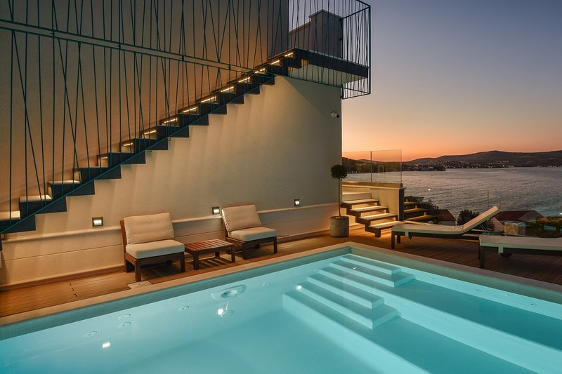 Seafront Villa Tempera, in Dalmatia, with a Pool, vacation rental in Razanj