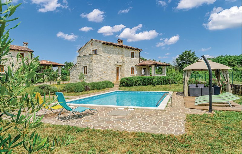 Awesome home in Dubravci with WiFi and 4 Bedrooms (CIC558), holiday rental in Prkacini