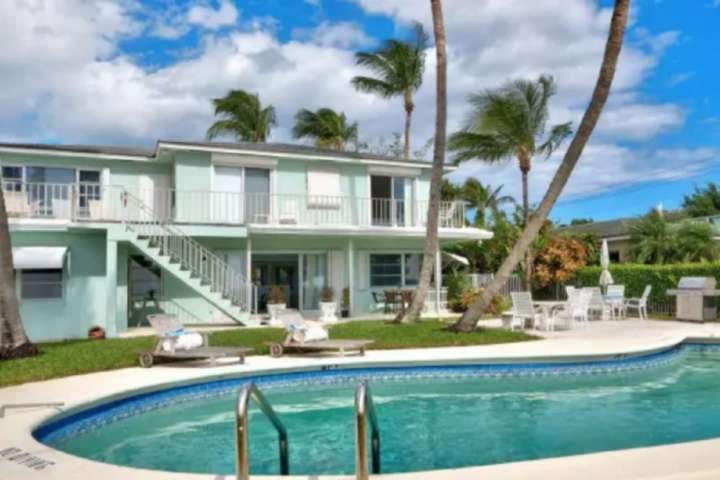 Portside 1 - 1KingBD - Walk to the Sandy Beach-Glorious Sunsets-Walk to Sailfish, vacation rental in Palm Beach