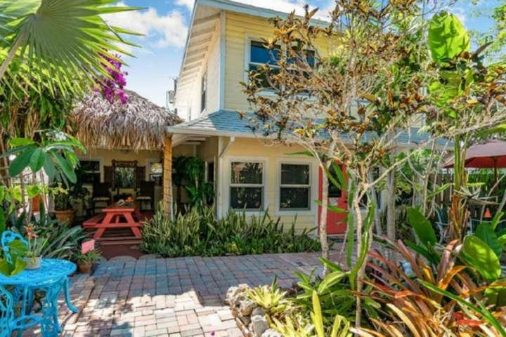 Historic 1925 Charmer ~ Short Drive to Beach ~ Pet Friendly ~ Free Parking ~ Sec, alquiler vacacional en Lake Worth