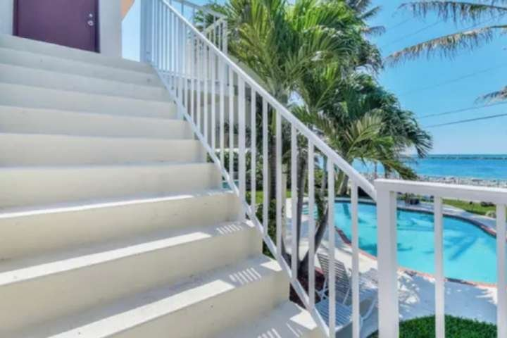 Southwind 7-King 1 BD-2nd Floor/Pool/Island ParadiseWaterway/Ocean Balcony Views, location de vacances à Palm Beach Shores