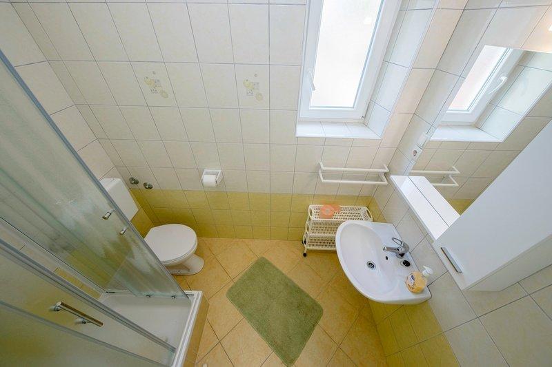 A2 (2): baño con inodoro