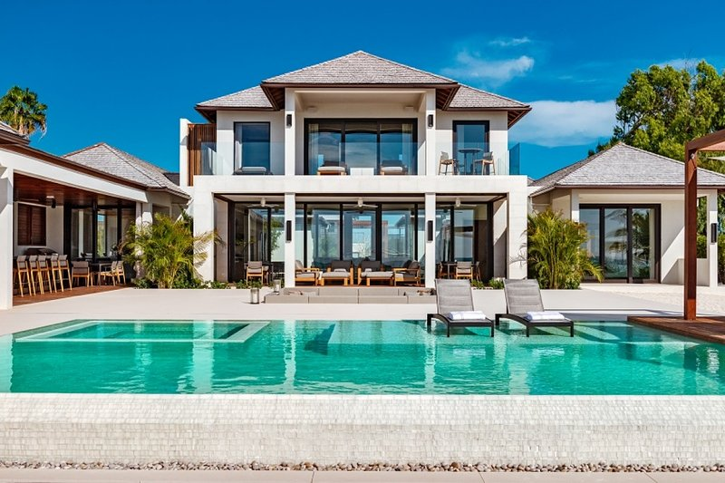 Villa Vision Beach | Beach Front - Located in Fabulous Grace Bay with Private P, vakantiewoning in Leeward