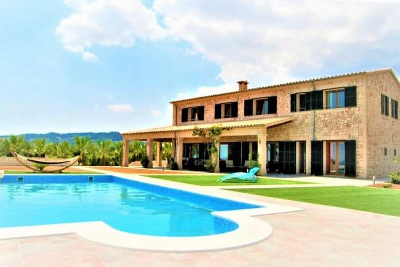 Finca ES VINYET for 12 people in Petra (Mallorca). Ideal for families. Private p, location de vacances à Petra