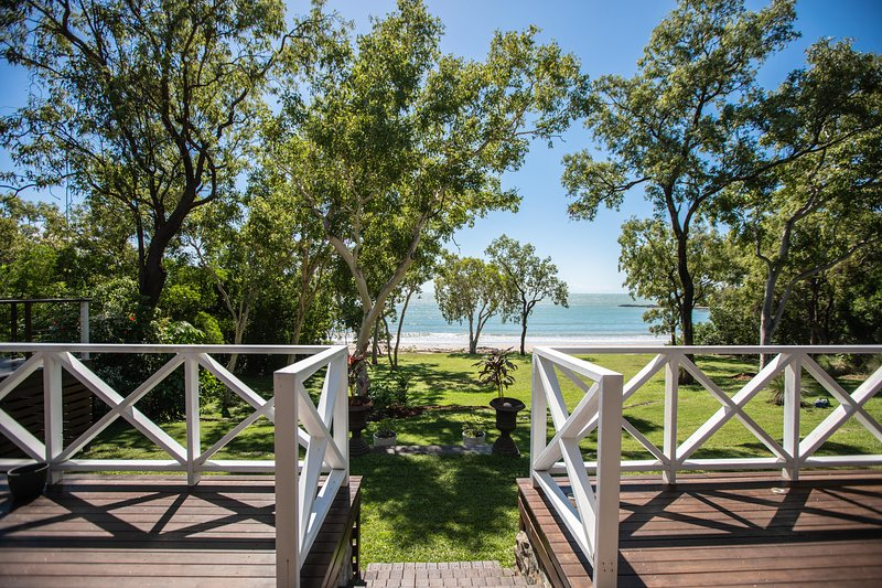 Cottonwood Estate - 5 Acre private beachfront, vacation rental in Port Douglas