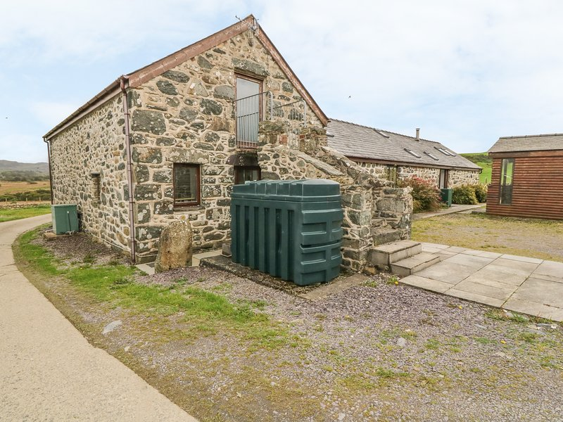 Y STABAL, character holiday cottage, with a garden in Criccieth, Ref 2354, vacation rental in Garndolbenmaen