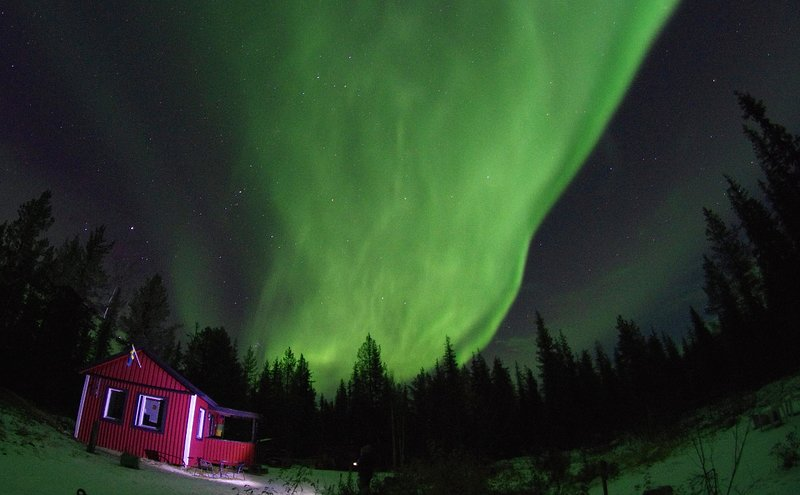 Cozy Lapland forest cottage, no electricity, holiday rental in Vittangi