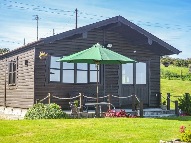 CABIN, open-plan, countryside views, Falmouth 4 miles, Ref 980134, aluguéis de temporada em Penryn