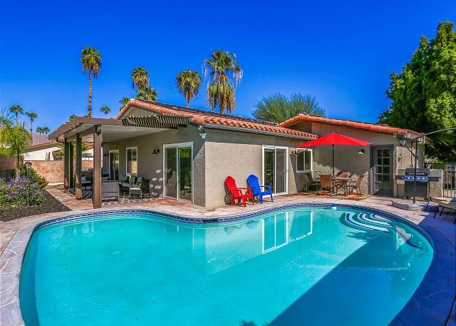 Chic Remodel with Pool, Hot Tub & Mountain Views | Close to Downtown – semesterbostad i Palm Springs