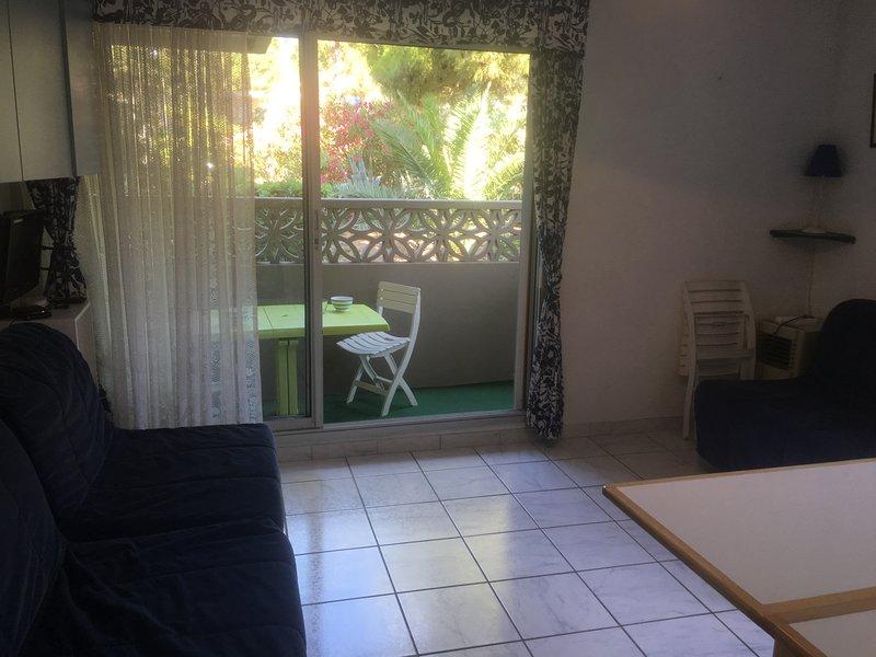 Appartement studio 3 personnes sur plage et port, vacation rental in Bages