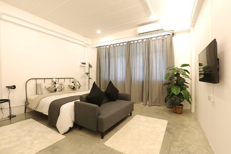 Loft Series: Quad Room 2nd Floor, holiday rental in Nuea Khlong