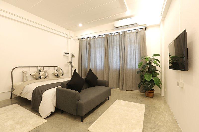 Loft Series: Quad Room Studio 1st Floor, holiday rental in Pak Nam