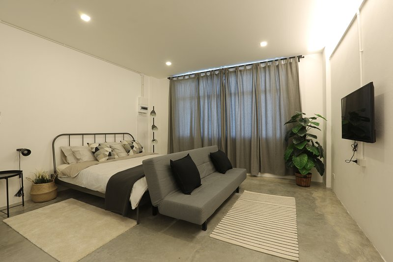 Loft Series: Double Room with a sofa bed, holiday rental in Pak Nam