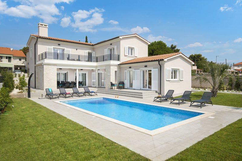 Villa Suprema Premantura -  Villa mit beheiztem Pool und Sauna bei Kap Kamenjak, alquiler de vacaciones en Premantura
