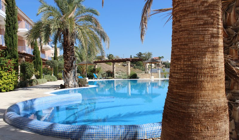 Apollo - Spacious 1 Bedroom Luxury Apartment in Exclusive Aphrodite's Springs, holiday rental in Geroskipou