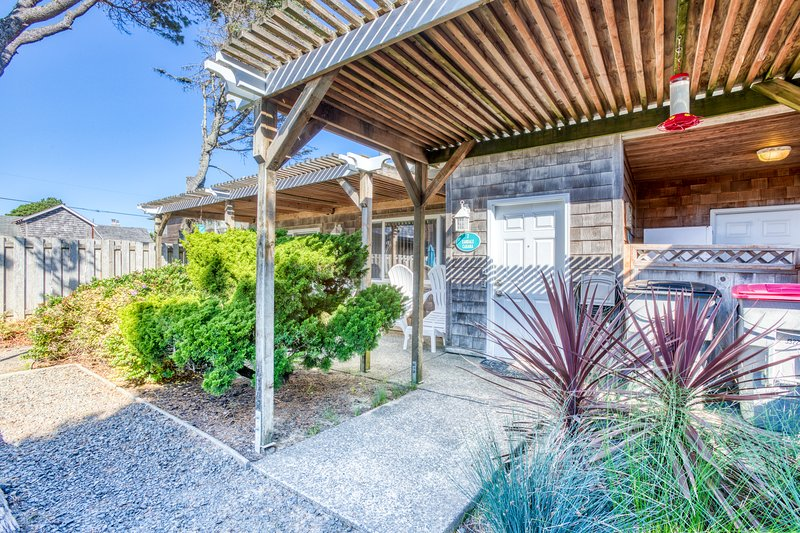 Charming, dog-friendly cabana with serene ocean views & easy beach access, location de vacances à Cannon Beach