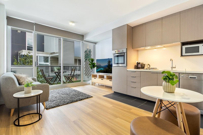 Modern Apartment 15 Minutes From The City by Tram, holiday rental in Moreland