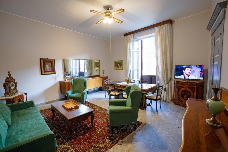 Sala de estar del maestro, que ha organizado varias reuniones de aristocracia