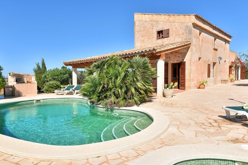 Serral, quiet area house with private pool, holiday rental in Es Llombards