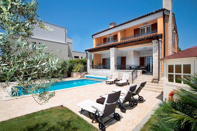 Villa Suprema Pomer - Villa  zur Alleinnutzung  mit beheiztem Pool und Meerblick, location de vacances à Pomer