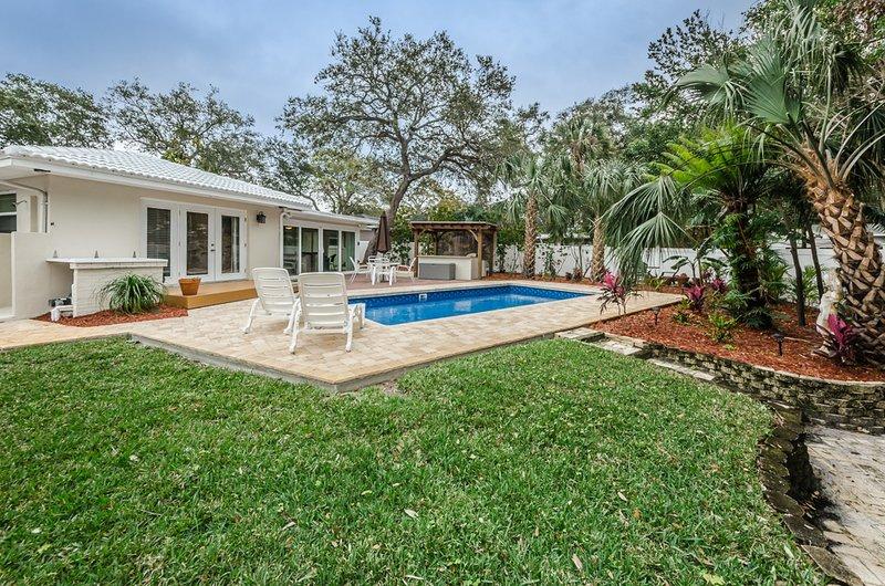 Florida Paradise Pool Home Close to Beaches, location de vacances à Largo