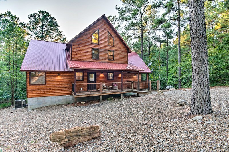 Lux Cabin w/Hot Tub 13mins to Broken Bow Lake, vacation rental in Hochatown