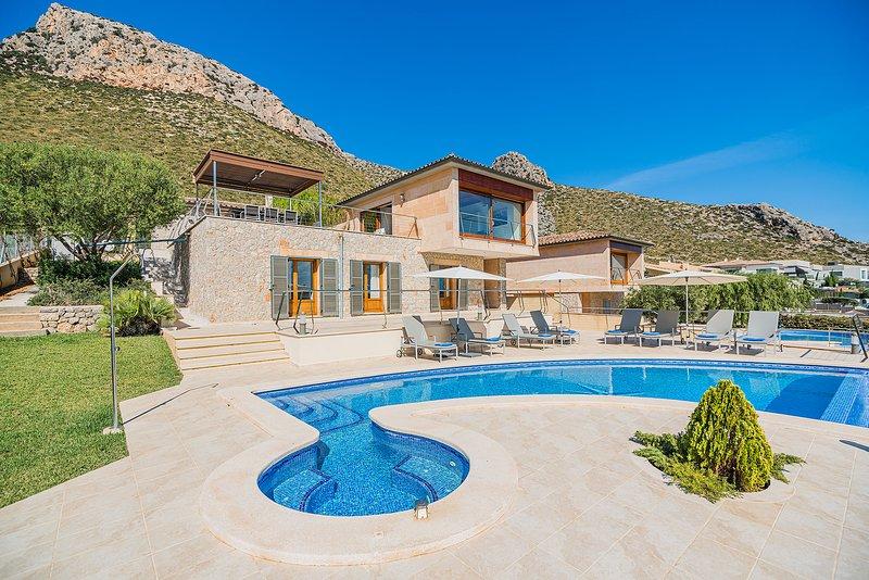 Luxury Villa with Sea views in Puerto Pollensa, aluguéis de temporada em Formentor