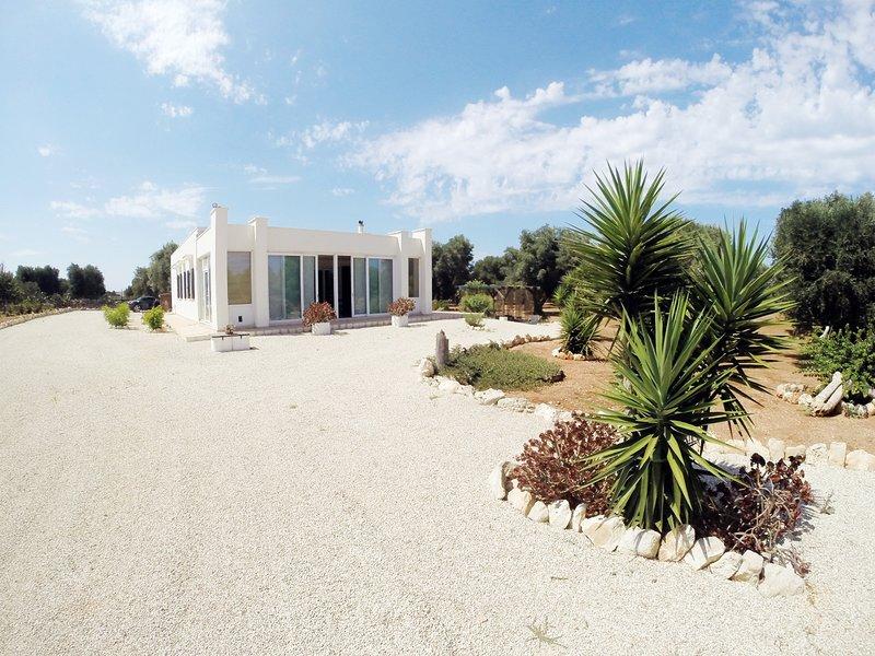 Apulia Home Villa con piscina nell'alto Salento, holiday rental in Torre Santa Sabina
