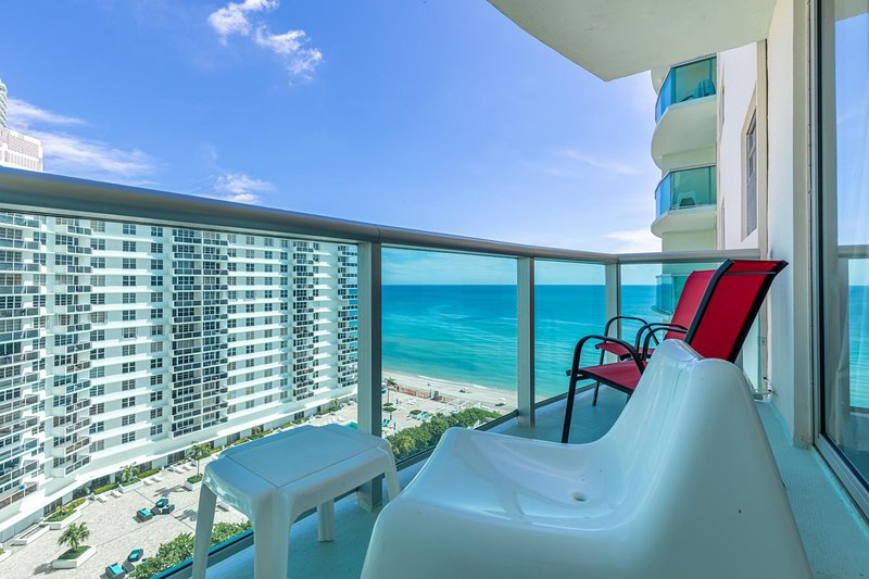 Tides 12th floor Hollywood Beach by Ammos Fl, holiday rental in Hallandale Beach